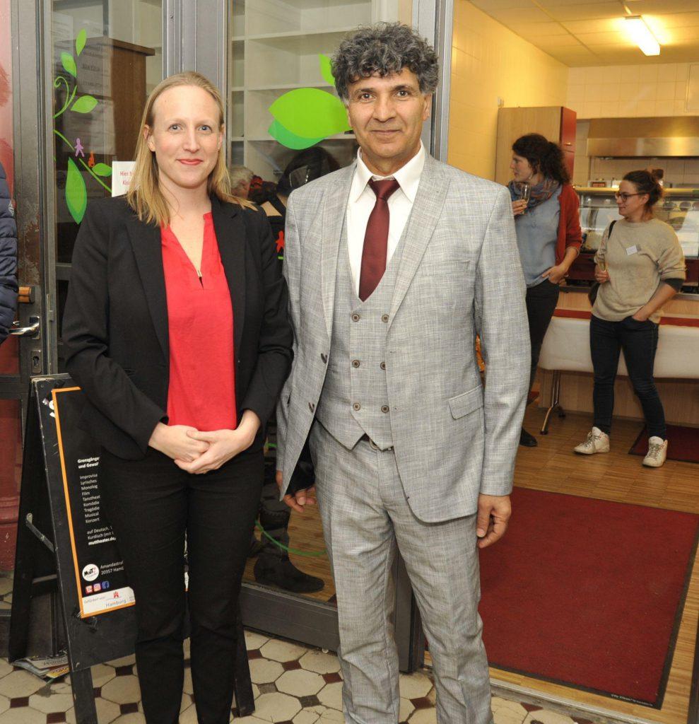 Helen Rüge (Behöre für Kultur und Medien) und Mahmut Canbay beim gemeinsamen Ausklang